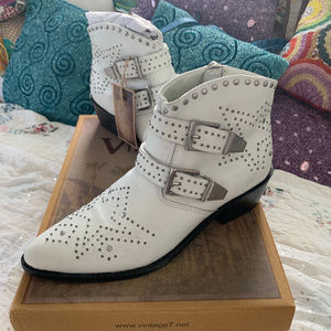 NIB WHITE LEATHER STUDDED BUCKLED ANKLE BOOTS